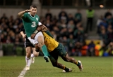 Rob Kearney tackled by Henry Speight