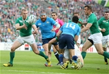Robbie Henshaw's offload is gathered by the onrushing Keith Earls for Ireland's only try of the game Credit: ©INPHO/Dan Sheridan
