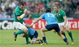 Ireland's industrious blindside Peter O'Mahony charges towards Italian centre Michele Campagnaro Credit: ©INPHO/James Crombie