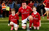 Munster captain CJ Stander with team mascots Shona O'Donovan and Kate Gunnell before kick-off Credit: ©INPHO/James Crombie