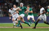 Luke Marshall finds a gap between South African back rowers Warren Whiteley and Siya Kolisi Credit: ©INPHO/Billy Stickland