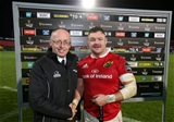 Guinness PRO12, Irish Independent Park, Cork 4/11/2016Munster vs OspreysMunster's Dave Kilcoyne is presented with the Guinness PRO12 Man of the Match award by Michael Lyons of GuinnessMandatory Credit ©INPHO/Cathal Noonan
