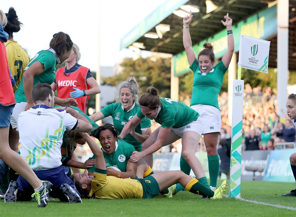 Referee Tim Baker was well positioned as influential replacement Sophie Spence rumbled over in the left corner to make it 19-10