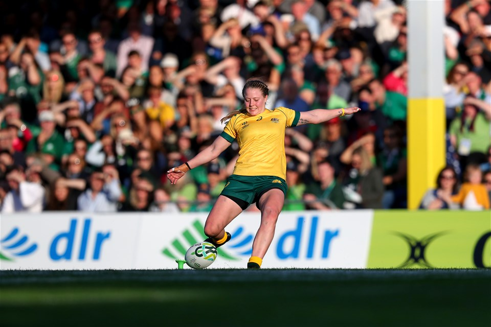 Full-back Samantha Treherne failed to convert Mahalia Murphy's try with the ball falling off the tee just she went to kick it
