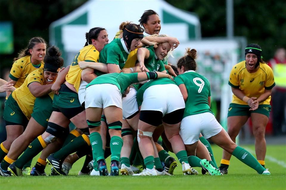 Captain Claire Molloy wills on her forward colleagues as Ireland gain ground with a lineout maul