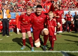 Billy Holland, who captained Munster for their GUINNESS PRO14 opener, is pictured with team mascots Adam Murray Fitzgibbon and Paudie O'Sullivan Credit: ©INPHO/Tommy Dickson