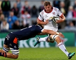 Ulster debutant Jordi Murphy tries to break a tackle from Edinburgh's Jamie Ritchie during the first quarter Credit: ©INPHO/Bryan Keane