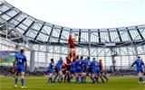 Guinness PRO14, Aviva Stadium, Dublin 6/10/2018Leinster vs MunsterMunster's Peter O'Mahony wins a line out ball Mandatory Credit ©INPHO/Bryan Keane